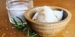 banha de galinha e sal para aliviar dor na garganta